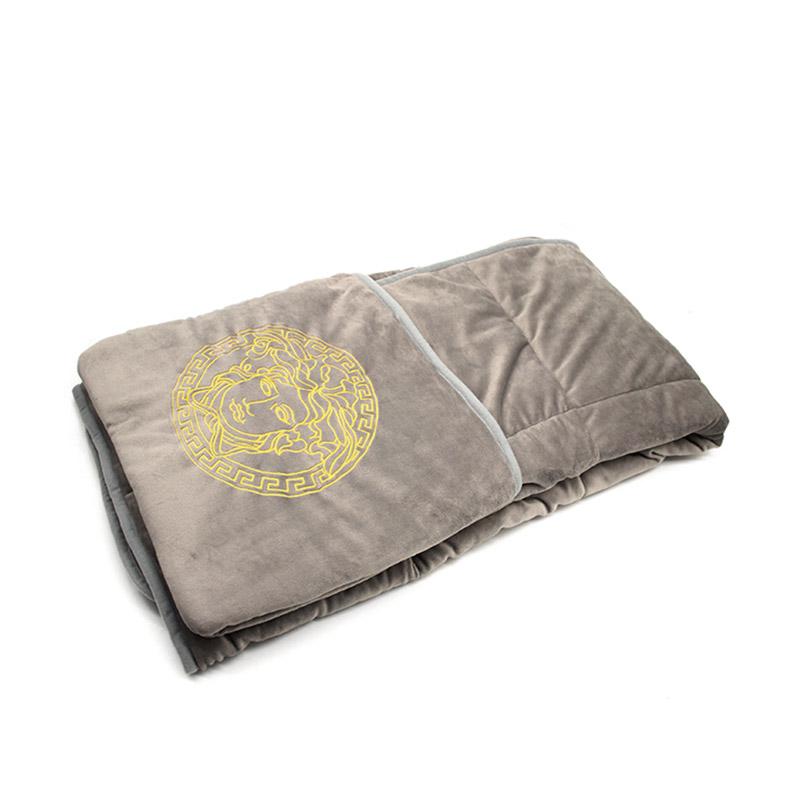 VERSACE 范思哲经图案多功能休闲抱枕毯V91138J