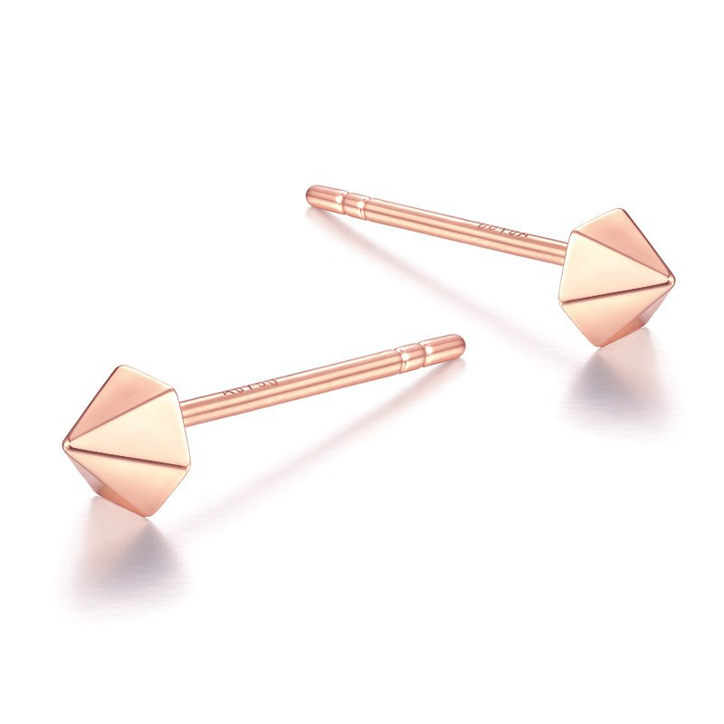 金大福珠宝18K玫瑰金时尚款六棱锥耳钉KEC00039