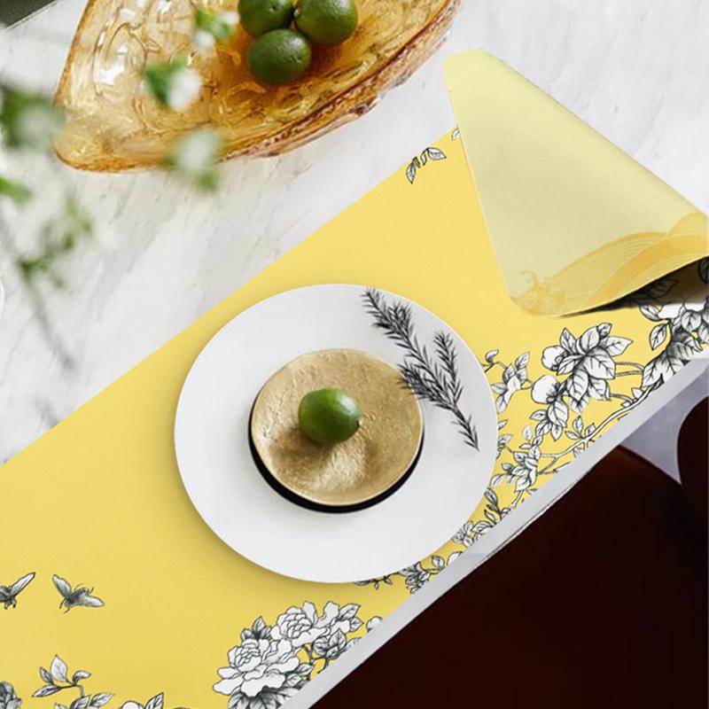 故宫角楼咖啡—大雅斋桌垫黄地墨彩花碟纹