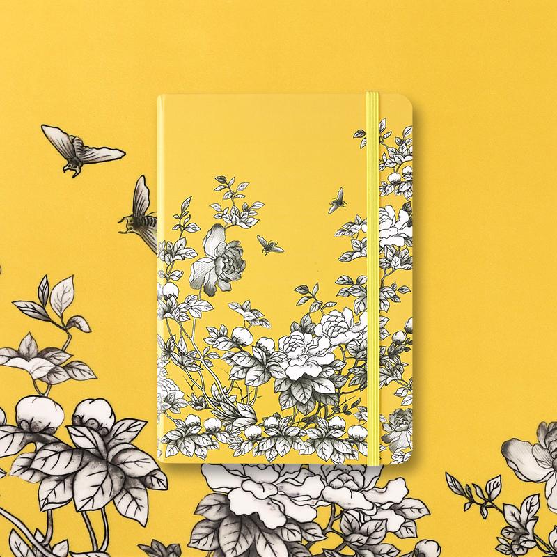 故宫角楼咖啡手帐本—大雅斋系列黄地墨彩花碟纹